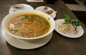 vietnamese cuisine calgary pho sate soup beef McKnight Boulevard Northmount Drive NW