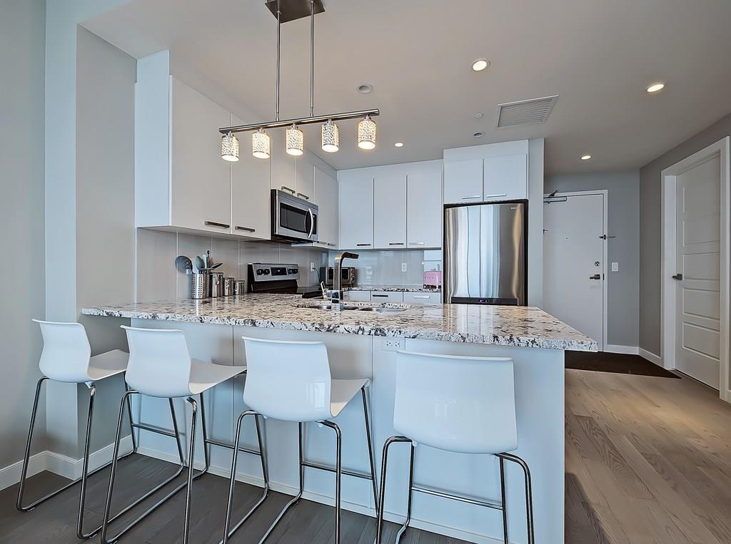 kitchen space in 2302 225 11th Avenue SE