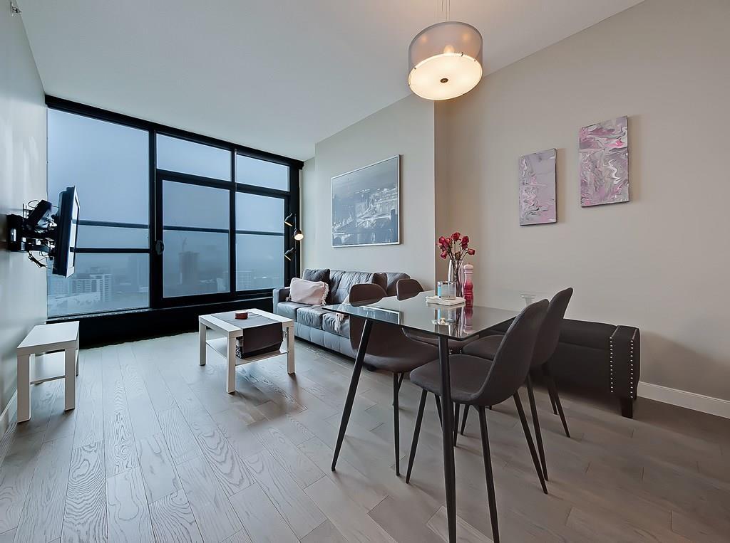 living space inside 2302 225 11th Avenue SE
