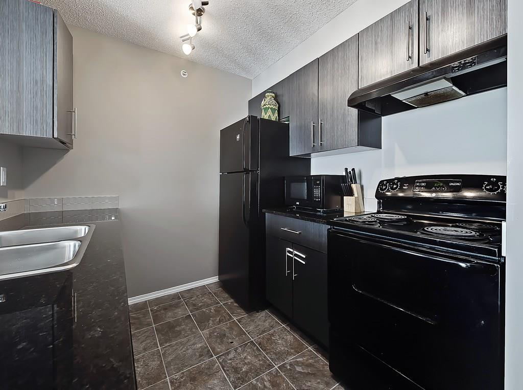 saddlestone calgary condo for sale 404 15 saddlesotne way ne kitchen