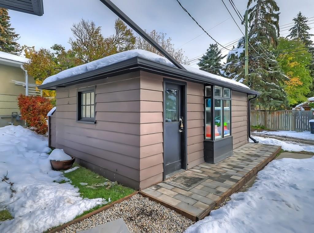 collingwood home for sale single garage backyard