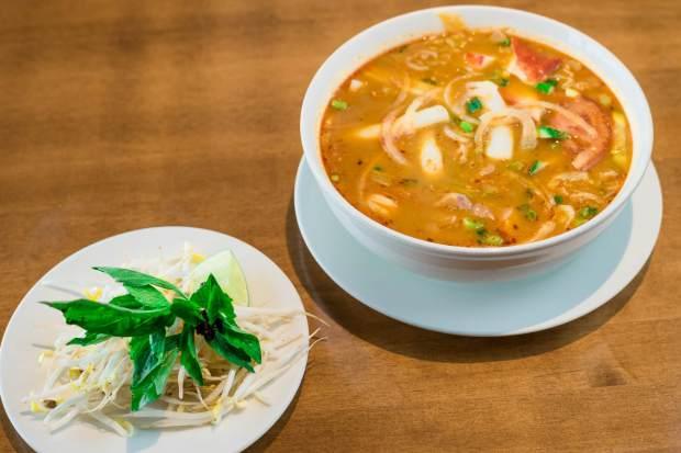 best Vietnamese restuarants Calgary bagolac saigon